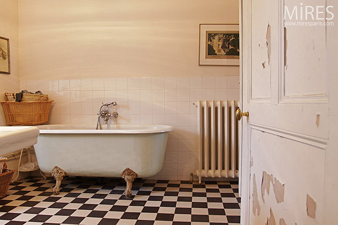 Bathroom retro spirit wild birds collective for Salle de bain annee 30