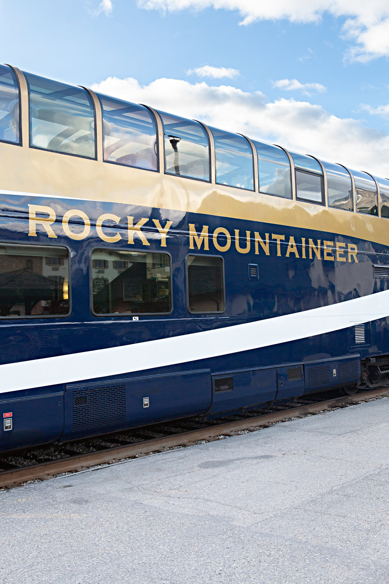 Train Rocky Mountaineer Alberta Canada