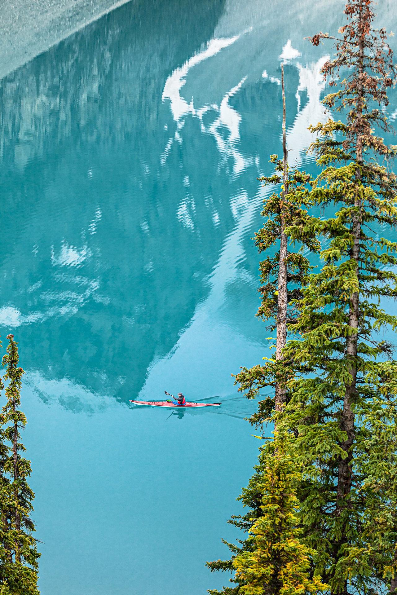 Kayak lac Moraine parc de Banff Canada