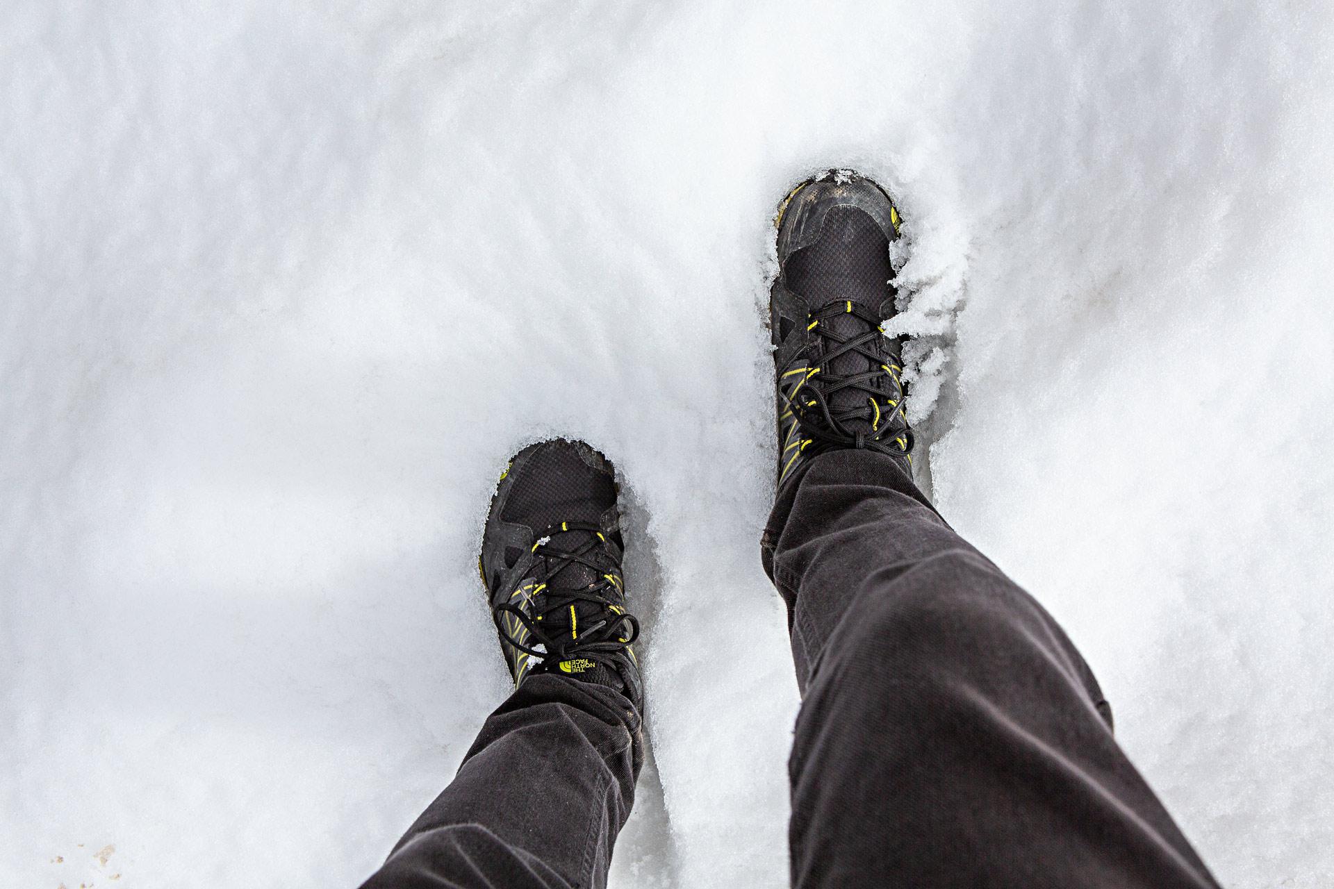 Neige Sentinel Pass Banff Canada randonnée